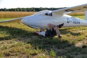 Gute fünf Stunden im Schatten der Tragfläche... Das Los des Segelfliegers, der eine Außenlandung macht.