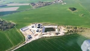 Biogasanlage im Bau nahe des Flugplatzes.