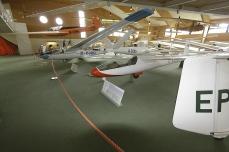 Blick in die große Halle des Segelflugmuseums.