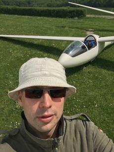 Eine Aufgabe, ein Flugzeug, ein Mann.
