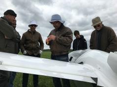 Turbulatorenanalyse an Bernds Flugzeug. Es geht um den vermeintlichen Dreckfleck rechts unten auf dem Rumpf...