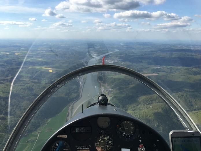 Flug entlang des Rheins