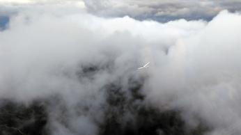 Zwischen den Wolken.