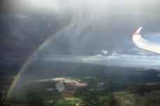Fliegen unterm Regenbogen.
