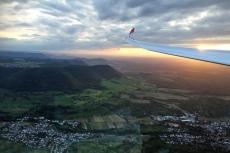 Fliegen im Sonnenuntergang.