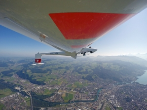 Rückenflug über Thun.