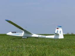 Da ich noch kein Foto im aufgerüsteten Zustand gemacht habe, musste ich das aus Wikipedia nehmen. Gut, dass ein Foto von meinem Flugzeug auf Wikipedia steht... ;-)