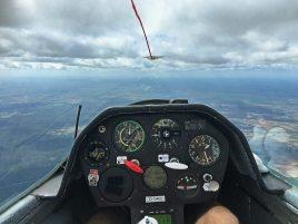 Das Cockpit ist groß.