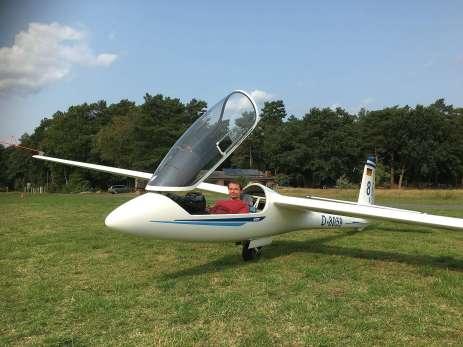 Christian brachte mich zum Segelfliegen - selbstreden, dass er probesitzen durfte.