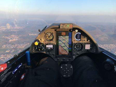 Im Cockpit der 3V. Sport-Rumpf ist eng!